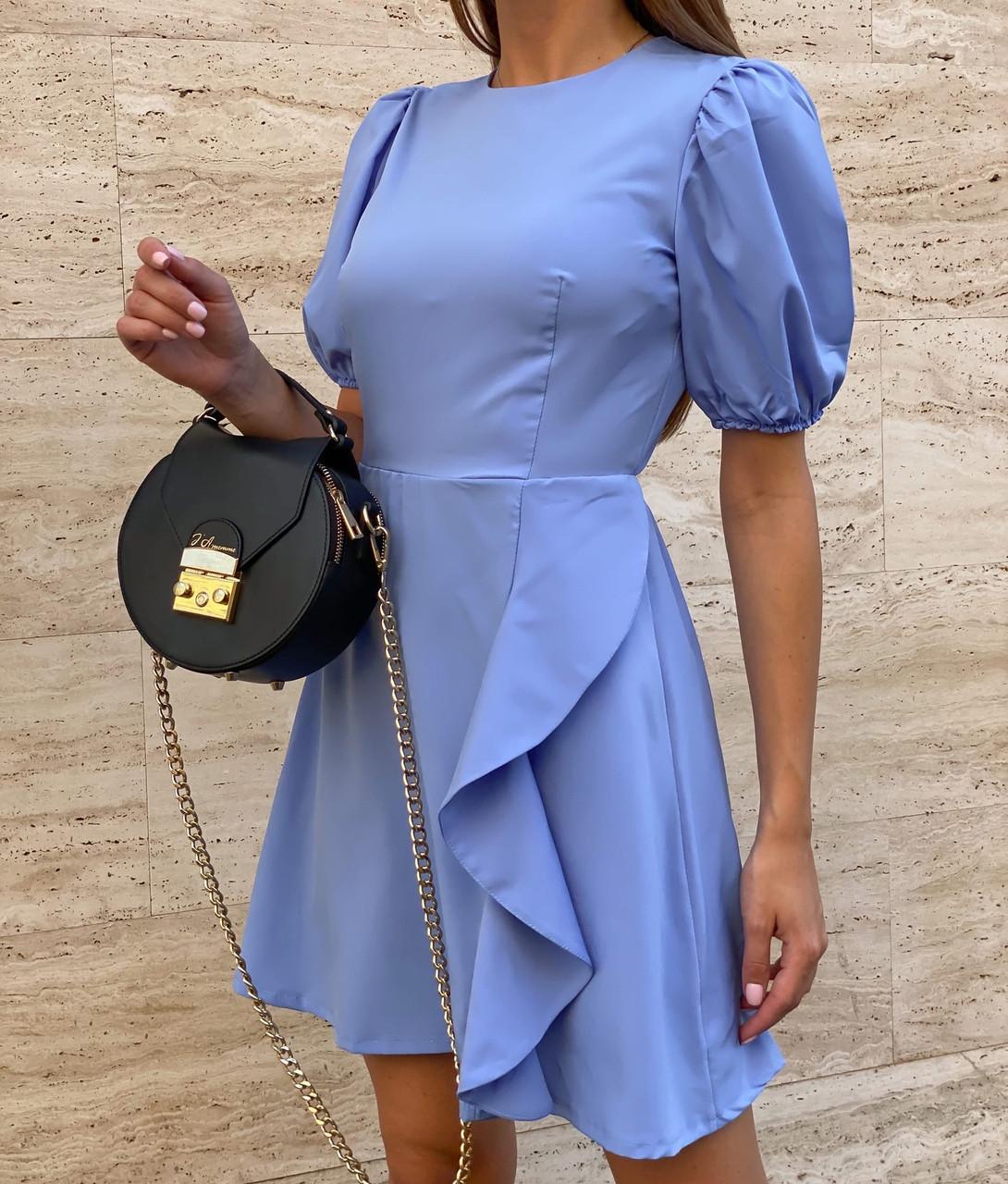 Коротке плаття з відкритою спиною і пишними рукавами