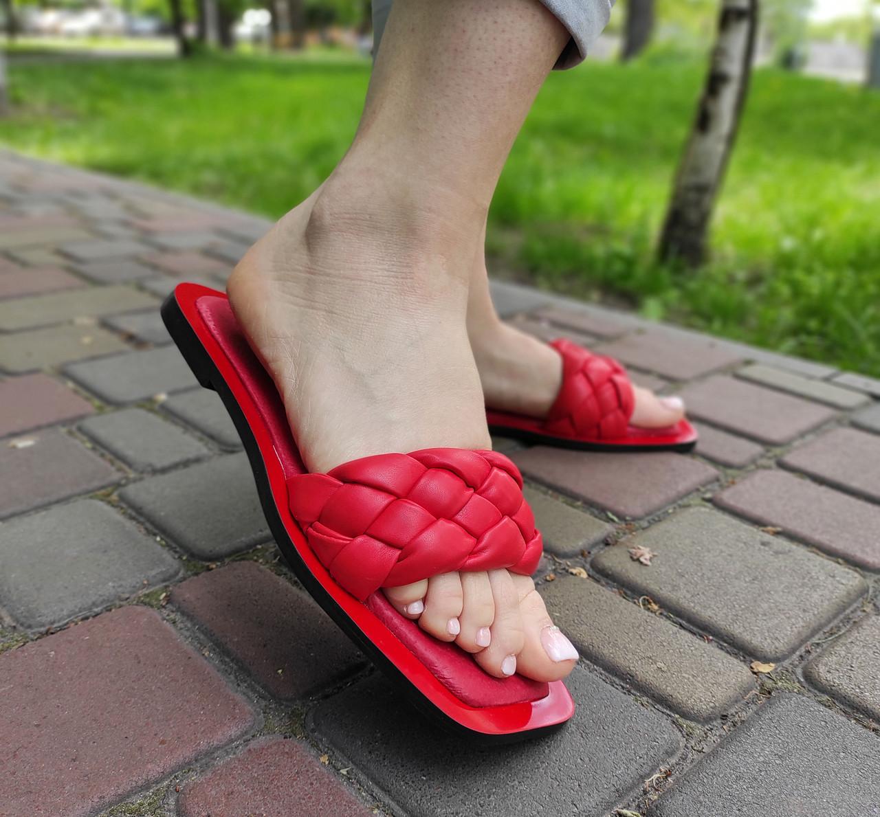 Жіночі червоні шльопанці на низькому ходу