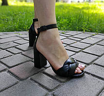 Босоножки на каблуке с плетеной косичкой из натуральной кожи