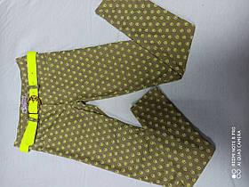 Штаны подростковые стрейчевые с ярким ремнем цвета хаки для девочки. Размеры 134.140.146.152.