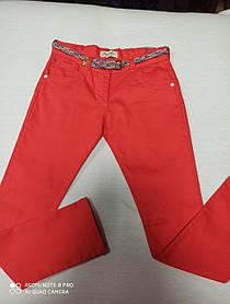 Штаны подростковые котоновые модные  кораллового цвета с ремнем для девочки. Размеры 134.140.146. .