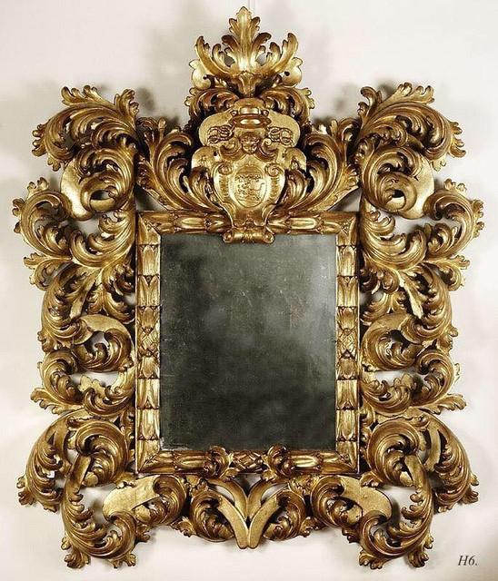 Приобретаем зеркало в золотой раме на стену.