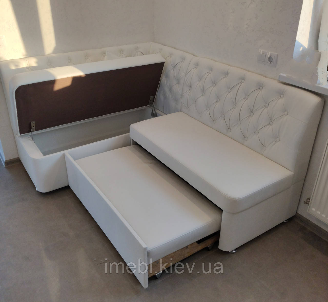 Кухонный угловой диван со спальным местом и ящиком (Белый)
