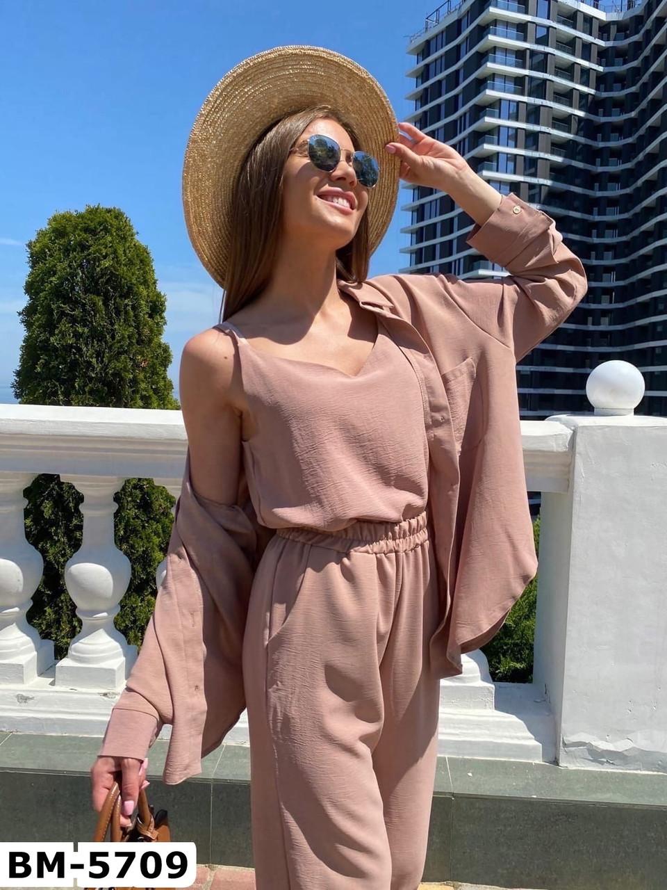 Женский стильный брючный костюм с рубашкой и брюками