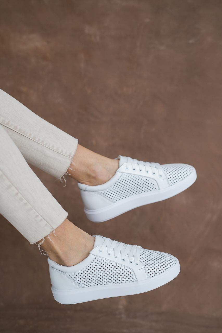 Женские кроссовки кожаные летние белые Yuves 591 Casual Перфорация