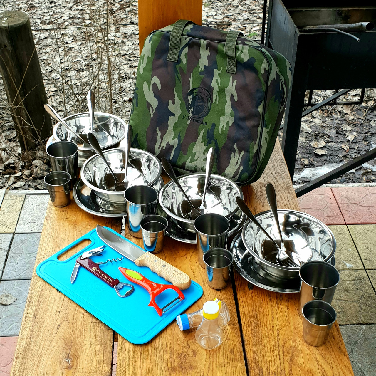 Набор посуды для пикник на 2(4) персоны F-16