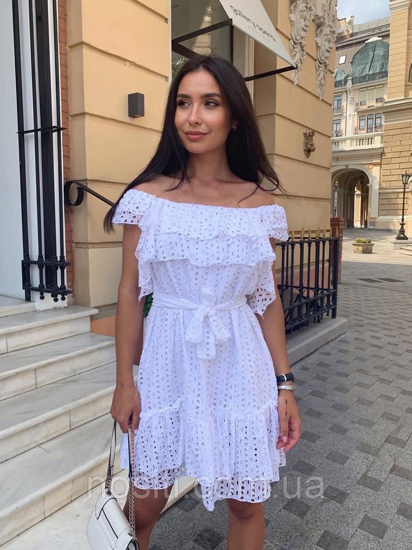 Батальное кружевное женское платье открытые плечи