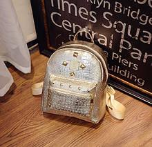 Маленький детский рюкзак для девочек золотистый лаковый | Мини рюкзачок золотой с шипами для ребенка