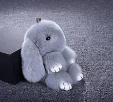 Меховой брелок заяц на сумку рюкзак, игрушка на сумочку рюкзачок