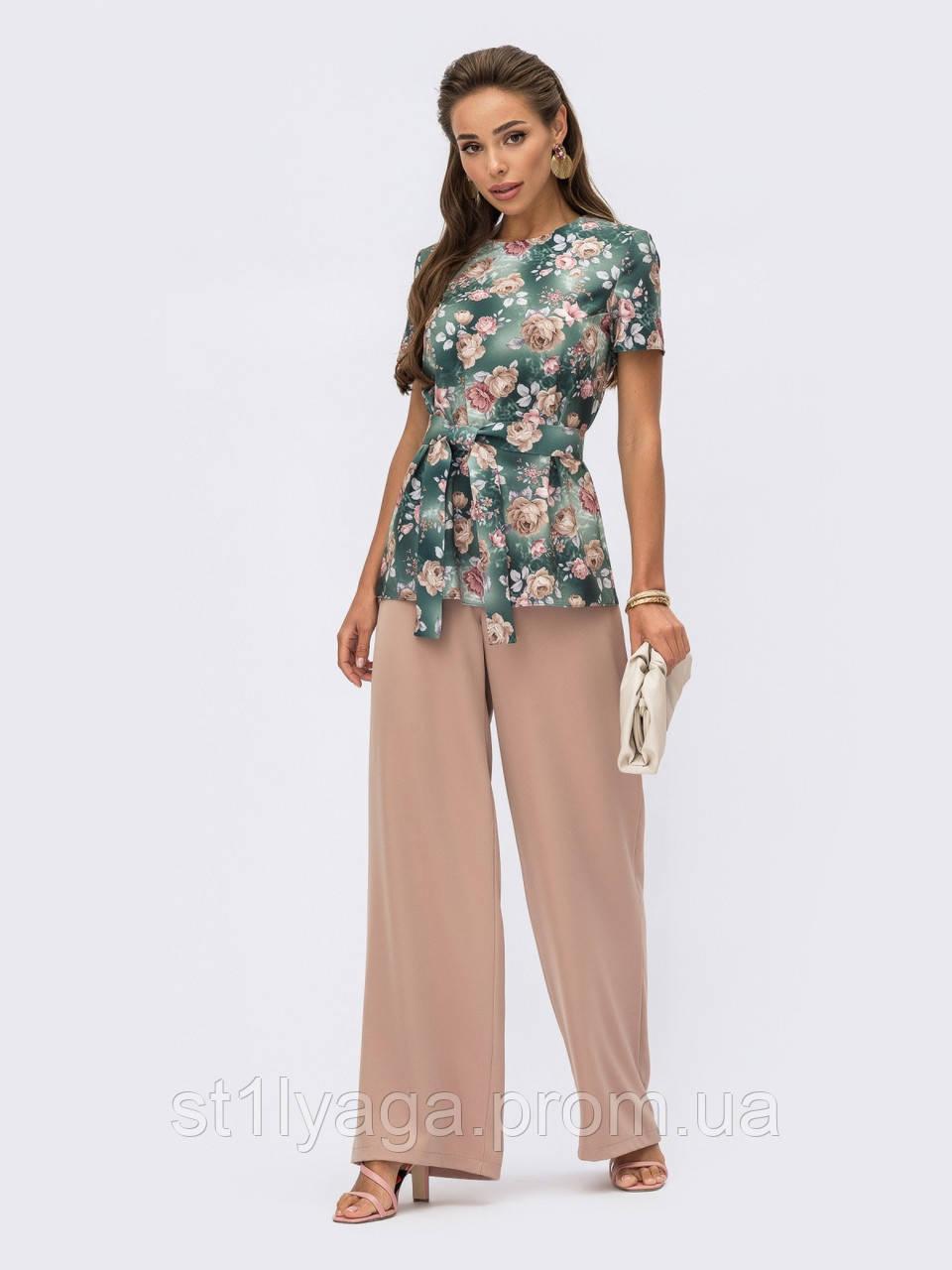 Летний костюм из блузки в цветочный принт и брюк-палаццо