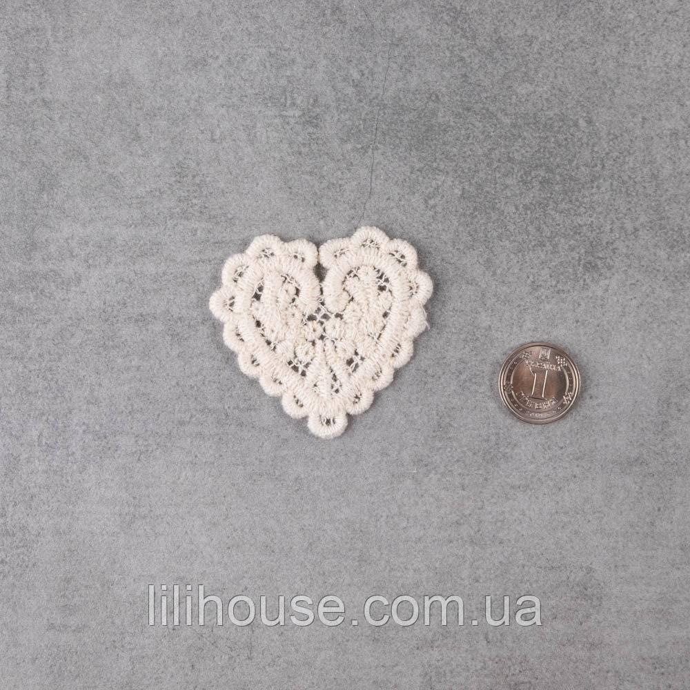 Декоративна Нашивка Аплікація для Одягу та Декору Серце з Квітами 5 см БЕЖ