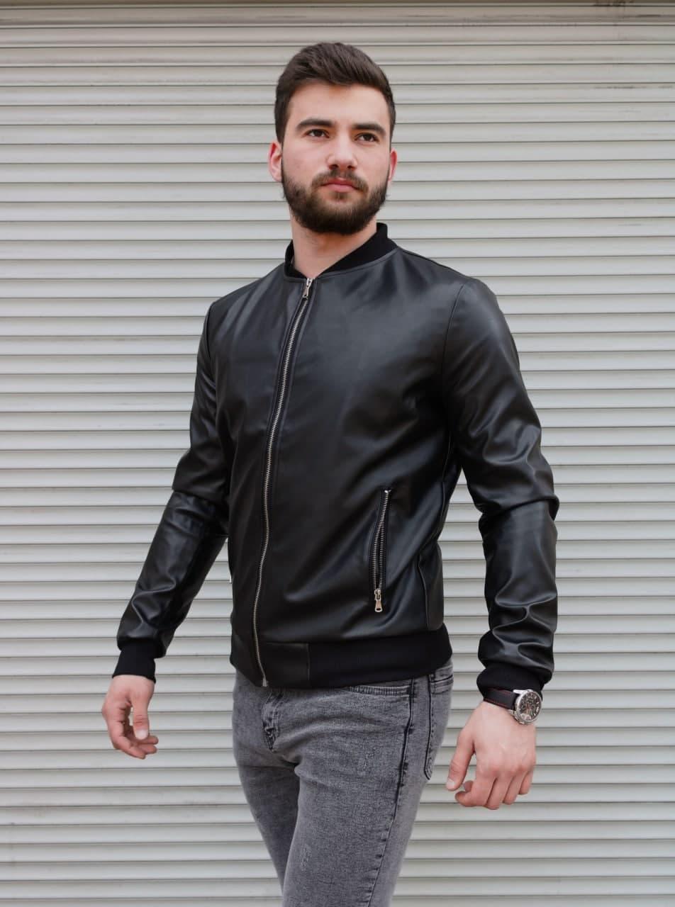 Куртка мужская бомбер черного цвета. Мужская демисезонная куртка бомбер чёрного цвета.