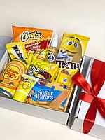 Подарунковий Жовтий набір солодощів Yellow Boxing