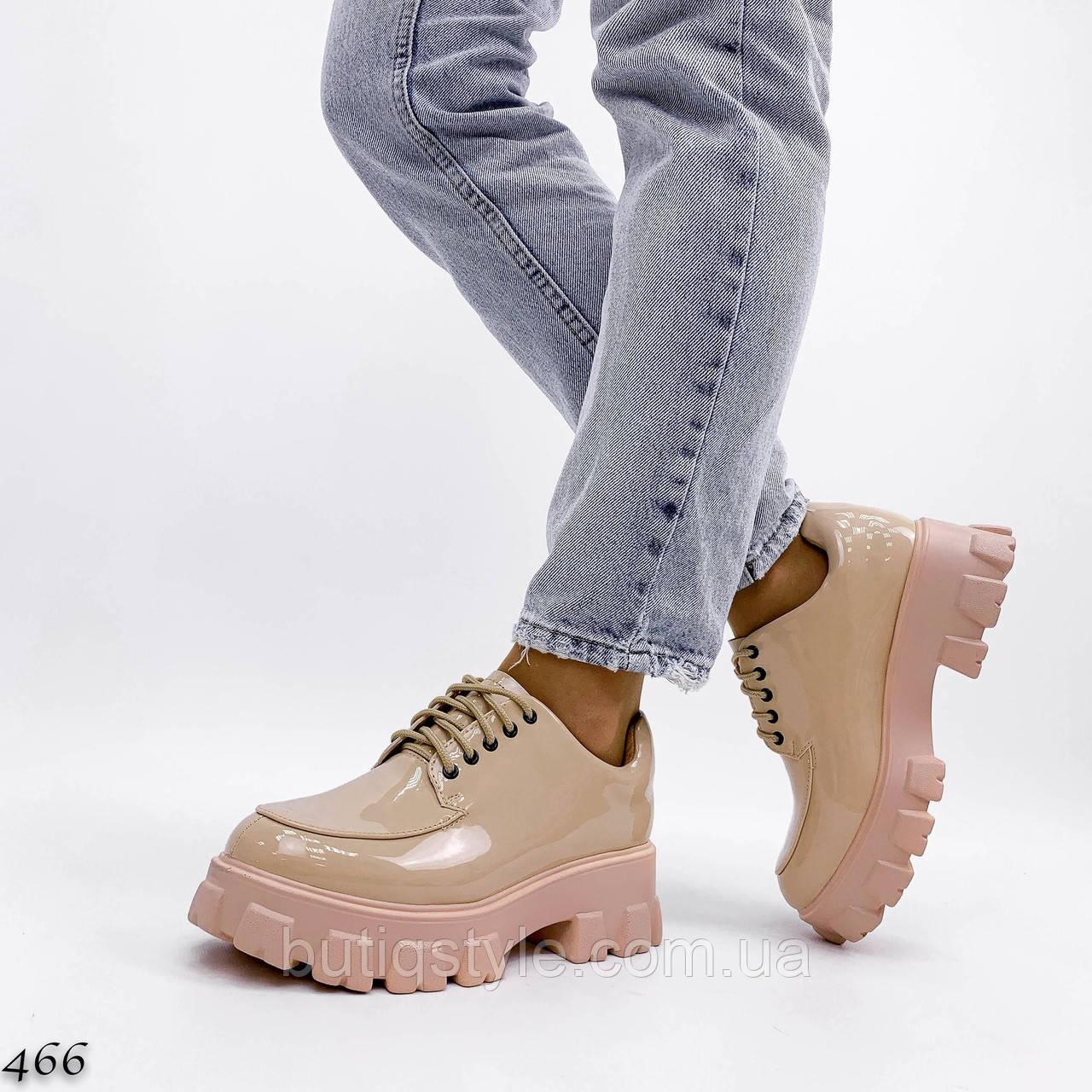Жіночі бежеві броги еко-лак на шнурівці