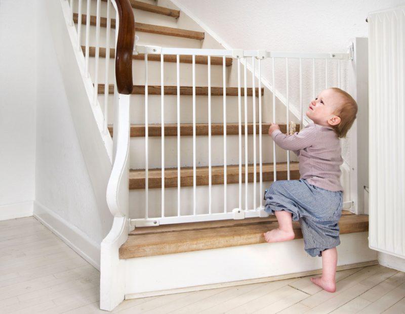 Защитное ограждение Baby Dan FleksiFit, цвет белый
