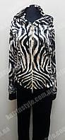 Модный женский спортивный костюм декорированный стразами