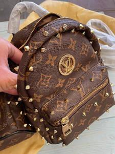 Женский мини рюкзак-сумка Луи Виттон люкс реплика с шипами