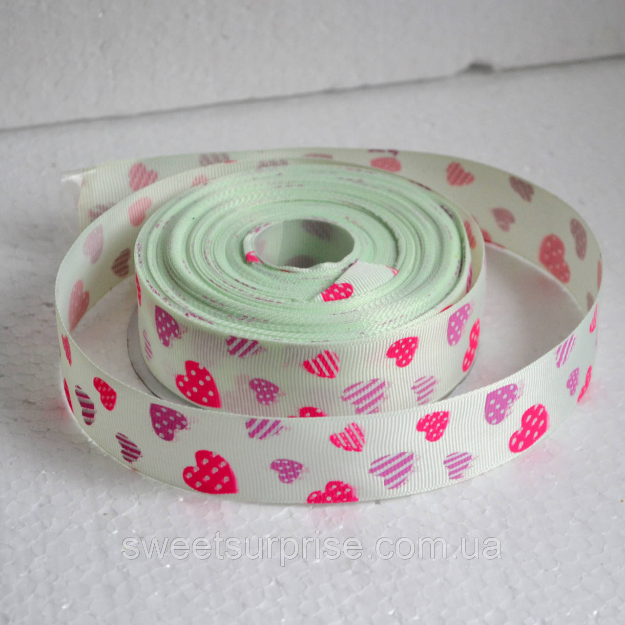 Лента репсовая декоративная 25 мм (сердечки)