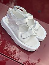 Белые мягкие босоножки из натуральной кожи на липучках