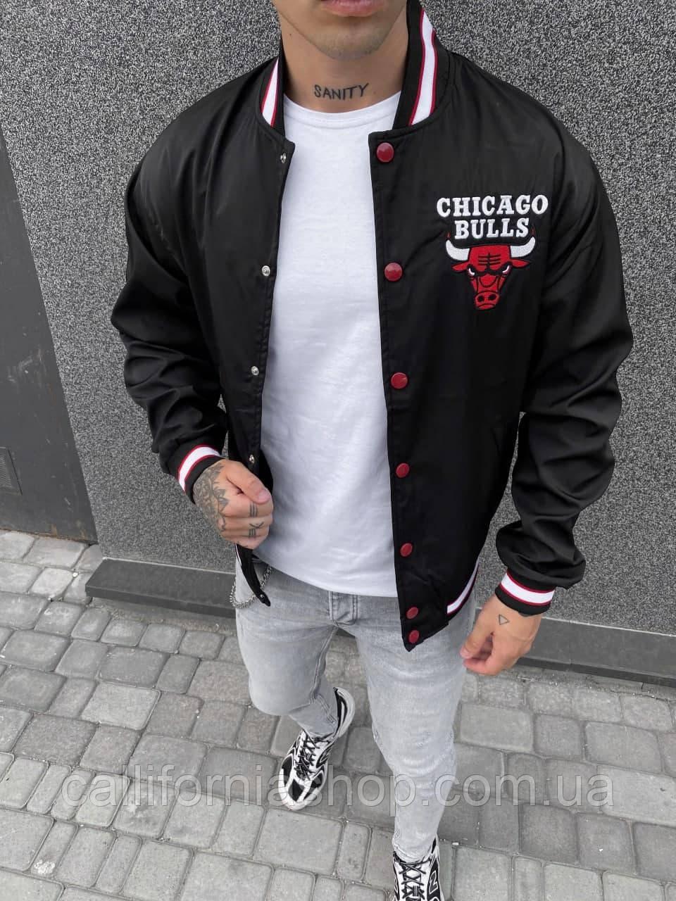 Чоловіча вітровка бомбер Chicago Bulls чорна на кнопках Чикаго Буллз