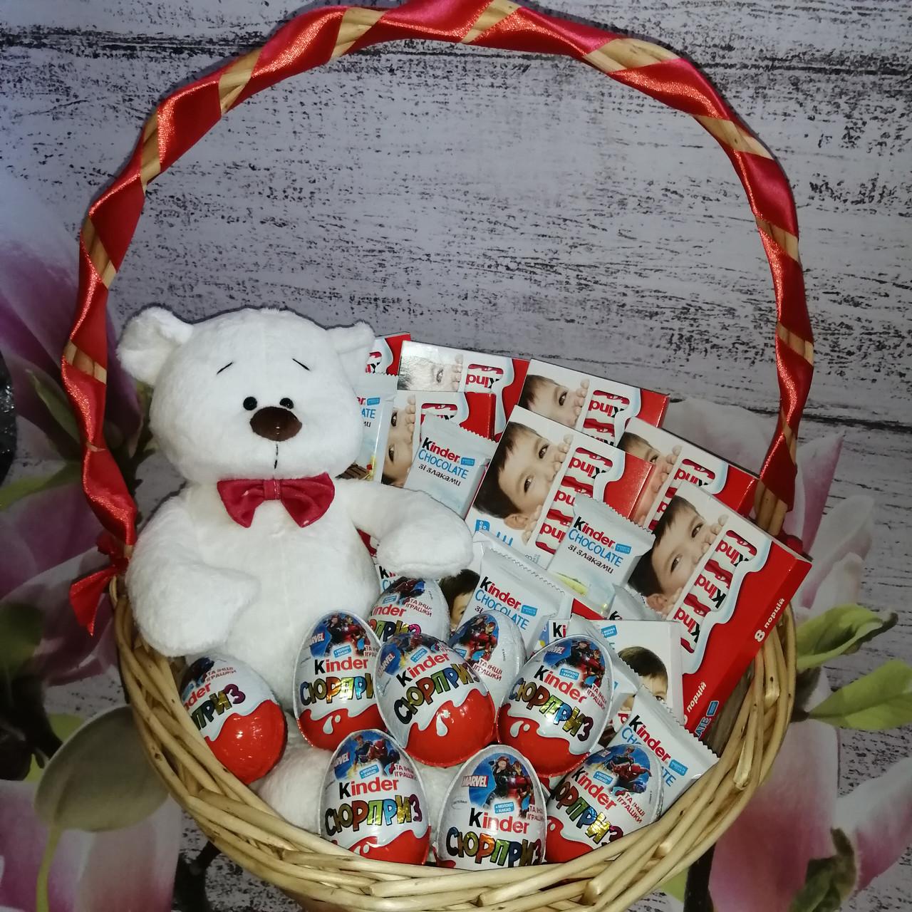 Корзина подарочная поздравительная Няшкаа с киндер-шоколадом и плюшевым мишкой