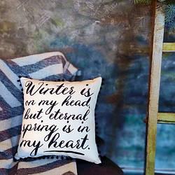 Подушка из мешковины с помпонами Winter is on my head, but eternal spring is in my heart 45x45 см