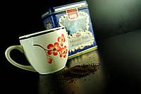 Белая чашка в цветочек