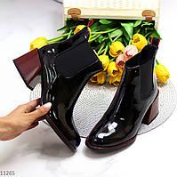 Черные глянцевые женские ботинки челси с эластичными вставками по бокам