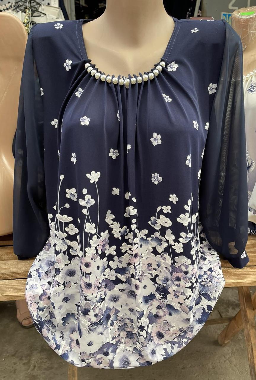 Оригинальная женская блуза с белыми цветами батальных размеров
