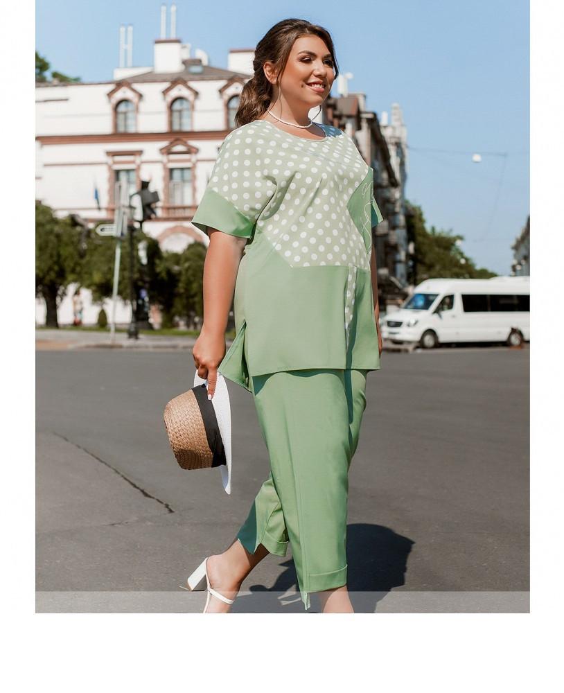 Женский легкий костюм с укороченными брюками