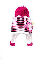 Утепленная флисом зимняя детская шапочка, украшенная оригинальной аппликацией в виде многослойного цветка.