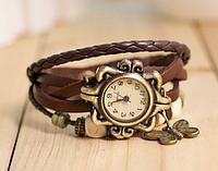 Женские часы с кожзам ремешком под старину с брелком-бабочкой, женские кожзам часы коричневые