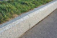 Тротуарный гранитный бордюр