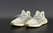 Рефлектив   Жіночі кросівки в стилі Adidas Yeezy Boost 350 v2 Beige Reflective, фото 2