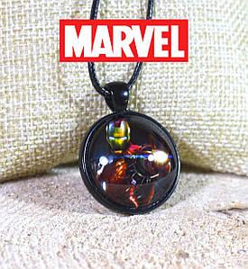 Кулон Айрон Мен в бою Marvel