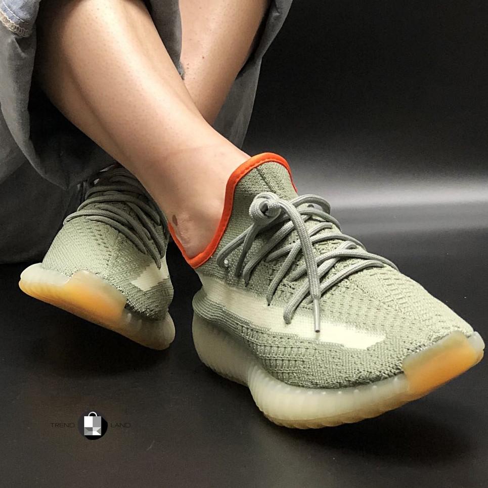 Женские кроссовки в стиле Adidas Yeezy Boost 350 v2 Grey Orange