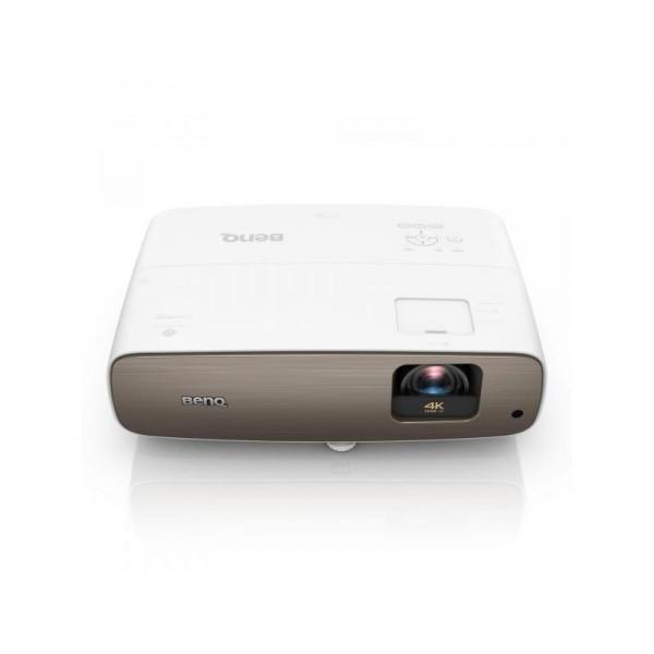 Зручний проектор BENQ W2700