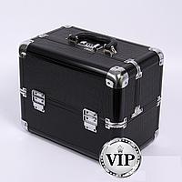 Алюминиевый кейс для косметики с выдвижными полками, цвет - черный ,кожа крокодила.