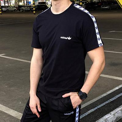 Чоловіча чорна футболка Лампас Адідас ОРІДЖ