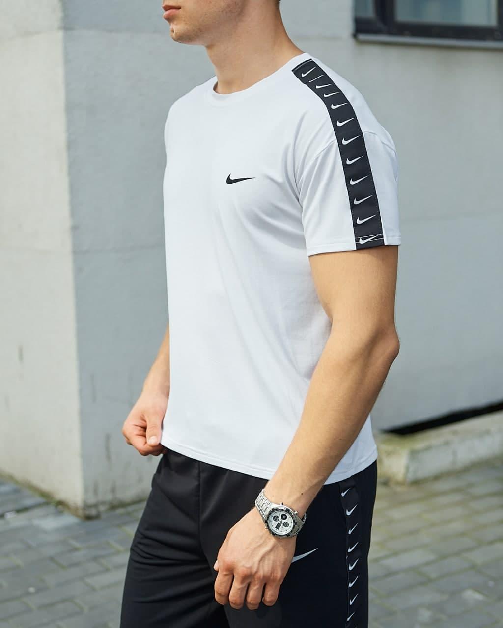 Чоловіча біла футболка Лампас Найк