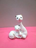Фарфоровая статуэтка на подарок Котики с котенком