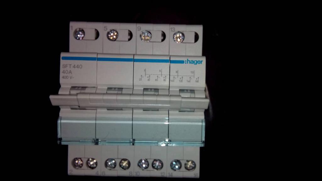 Перекидной рубильник 40А/230В, 4м (переключатель I-0-II SFT440, 4-пол,  Hager)