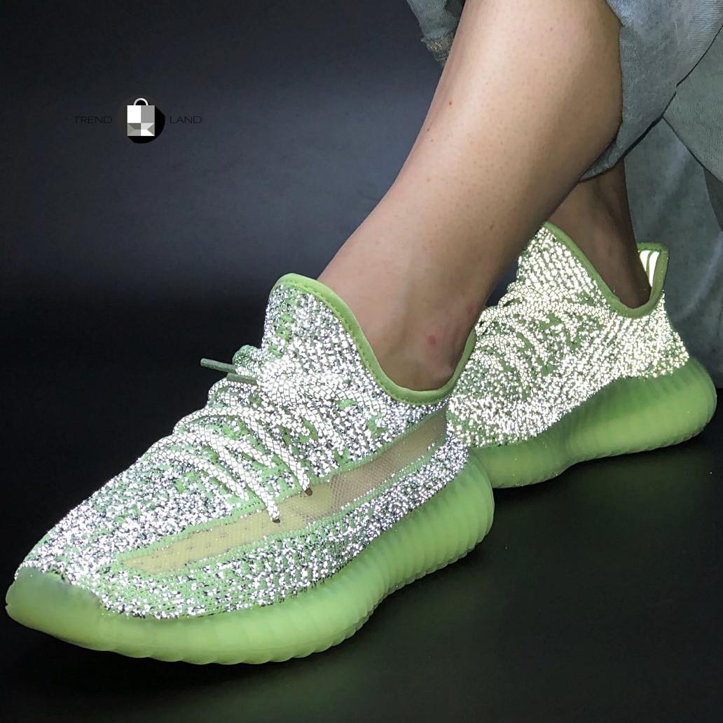 Рефлектив   Жіночі кросівки в стилі Adidas Yeezy Boost 350 v2 Green Reflective