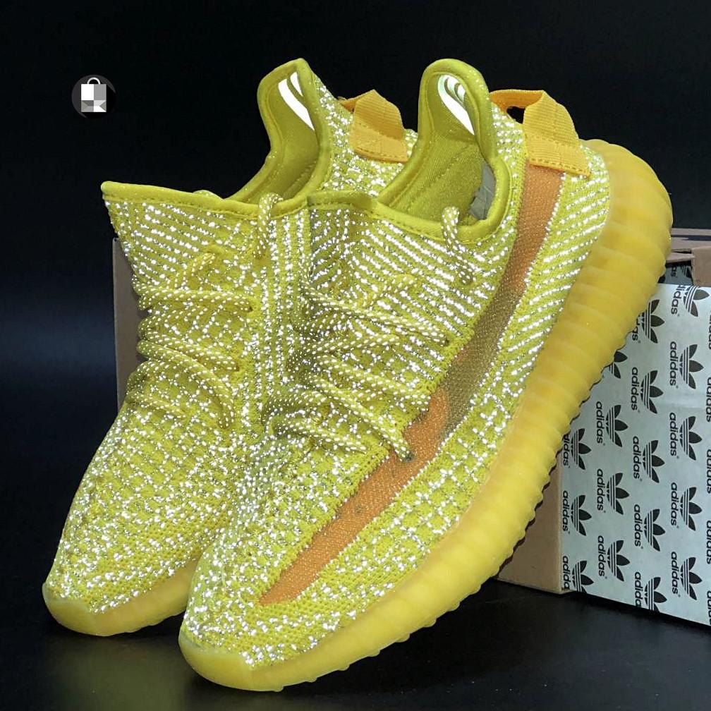 Рефлектив   Мужские кроссовки в стиле Adidas Yeezy Boost 350 v2 Yellow Reflective