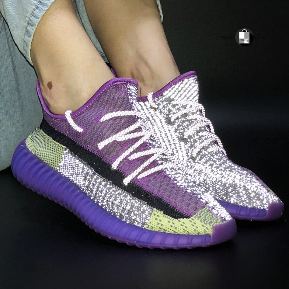 Рефлектив   Жіночі кросівки в стилі Adidas Yeezy Boost 350 v2 Violet Silver Reflective