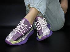 Рефлектив   Жіночі кросівки в стилі Adidas Yeezy Boost 350 v2 Violet Silver Reflective, фото 3