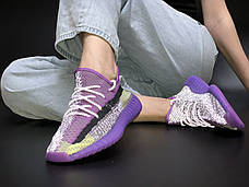 Рефлектив   Жіночі кросівки в стилі Adidas Yeezy Boost 350 v2 Violet Silver Reflective, фото 2