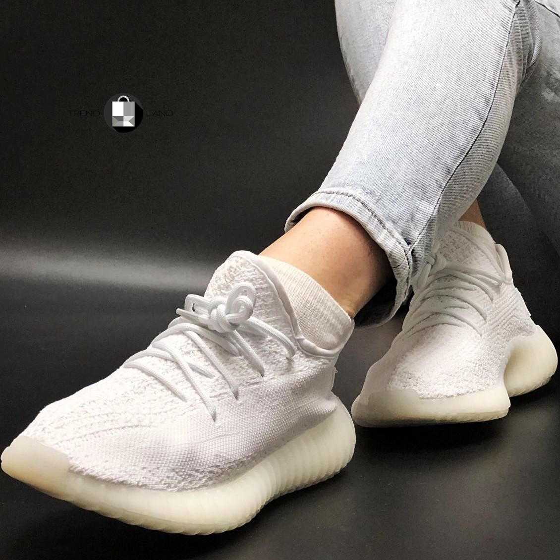 Жіночі кросівки в стилі Adidas Yeezy Boost 350 v2 Full White