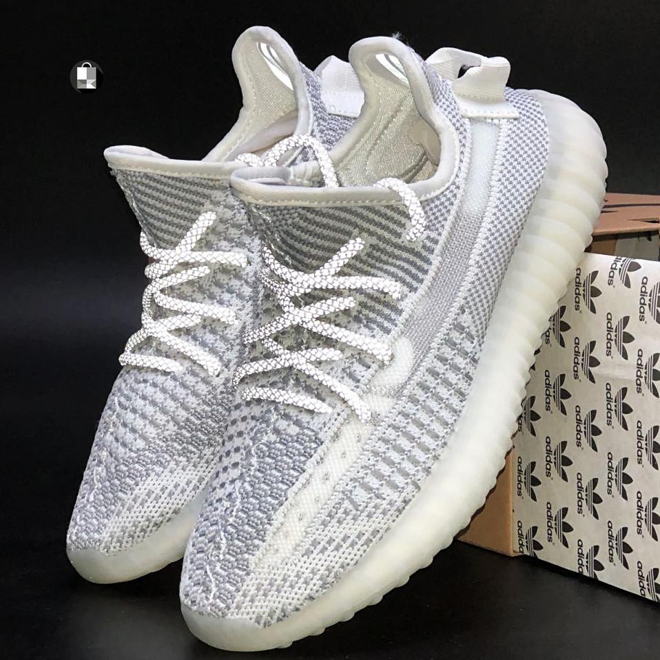 Рефлектив   Жіночі кросівки в стилі Adidas Yeezy Boost 350 v2 White Reflective