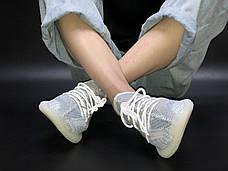 Рефлектив   Жіночі кросівки в стилі Adidas Yeezy Boost 350 v2 White Reflective, фото 2